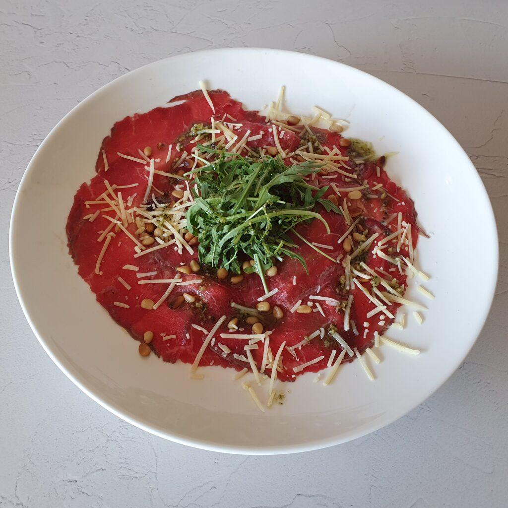 Black angus carpaccio salade